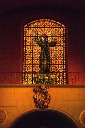 Photo pour Saint Francis De Assis Vitrail Mission Dolores Saint Francis Papel Insigna Symbole San Francisco Californie - image libre de droit