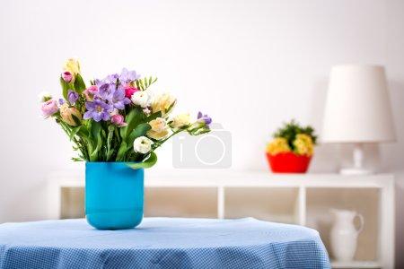 Photo pour Tas de freesias, tulipes, ranunculus et jacinthes - image libre de droit