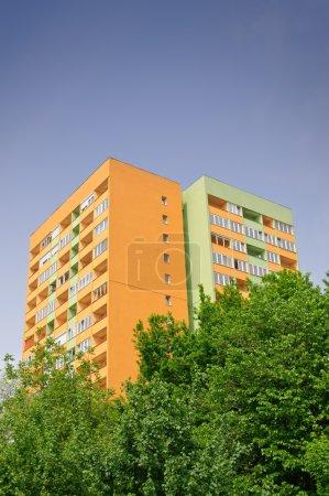 Photo pour Block of flats with energy saving wall insulation - image libre de droit