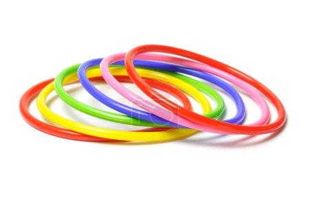 Photo pour Bracelet plastique multicolore isolé sur fond blanc - image libre de droit
