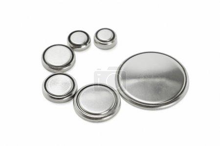 Photo pour Batteries au lithium de différentes tailles disposées sur fond blanc - image libre de droit