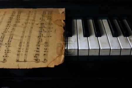 Keyboard of the piano and old notes