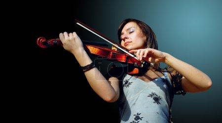 Photo pour Violon jouant musicien - image libre de droit
