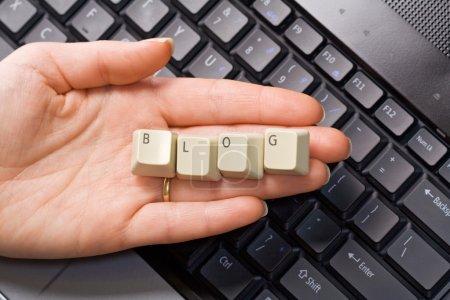 Computertastatur übergeben - Blog-Konzept