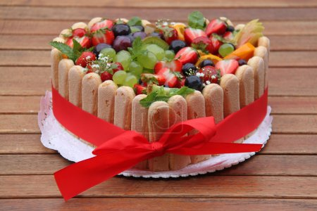 Photo pour Gâteau aux fruits - image libre de droit