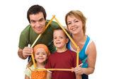 Famiglia felice con i loro figli - concetto immobiliare