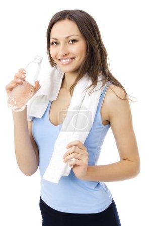 Photo pour Femme dans l'eau potable sportswear, isolé sur blanc - image libre de droit