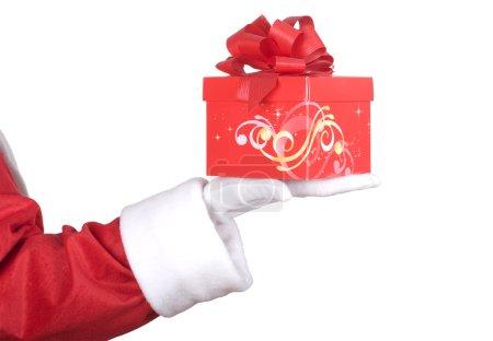 Photo pour Bras du Père Noël avec un cadeau de Noël rouge - image libre de droit