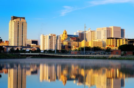 Photo pour Skyline de Rochester, Minnesota le matin avec vue sur Mayo Clinic . - image libre de droit