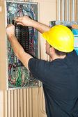 """Постер, картина, фотообои """"Электрик, работающих на электрической панели"""""""