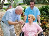 Pflegeheim besuchen