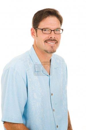 Photo pour Portrait d'un bel homme dans la trentaine portant des lunettes. Isolé sur blanc . - image libre de droit
