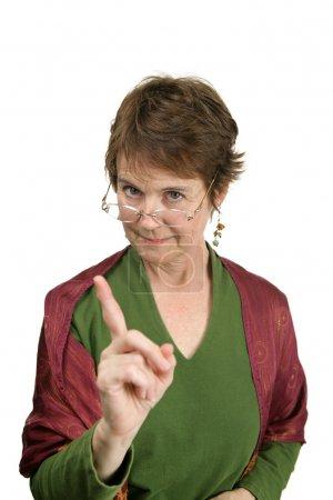 Photo pour Un enseignant séduisant d'âge moyen corrigeant un élève gentiment mais fermement. Isolé sur blanc . - image libre de droit
