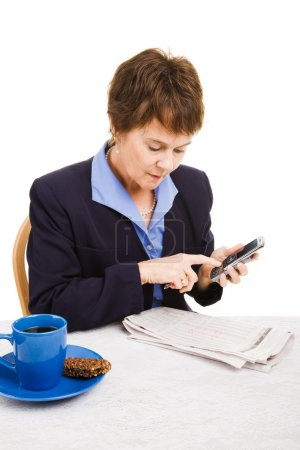 Foto de Empresaria desempleada Lee clasificados y realiza llamadas. aislado en blanco. - Imagen libre de derechos