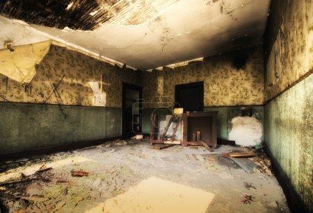 Photo pour Vieille maison abandonnée - image libre de droit